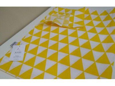 Lambrekin w żółte trójkaty