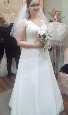 Suknia ślubna plus akcesoria