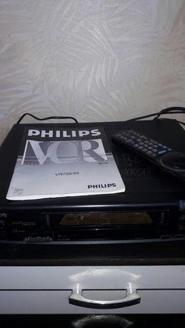 Видеомагнитофон Philips +видеокассеты