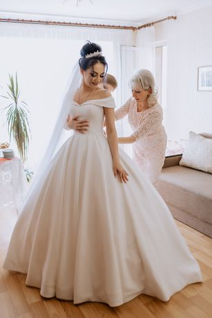 Свадебное королевское платье молочное платье блестящее платье