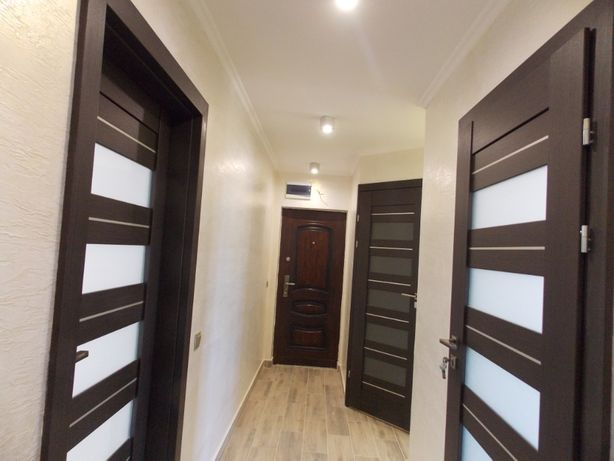 Продам 2-х кімнатну квартиру в самому центрі. Дорогий, якісний ремонт.