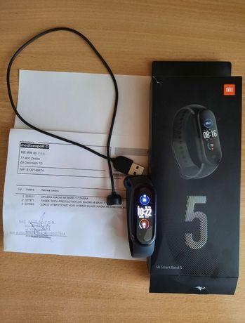 smartwatch Xiaomi Mi Band 5 czarny.