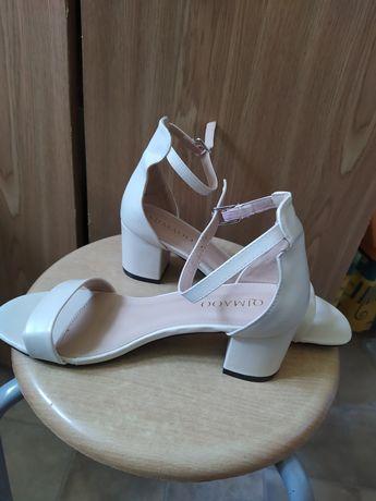 Nowe sandały na słupku ecru r.38