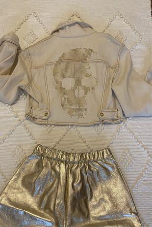 Blusao croped em ganga cru com caveira em dourado nas costas