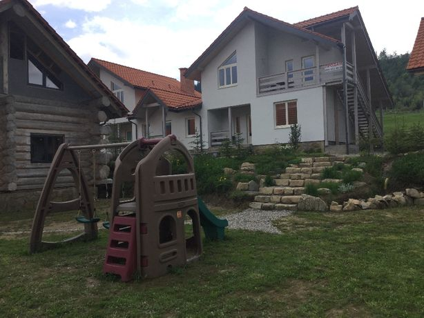 Дом с апартаментами Буковель