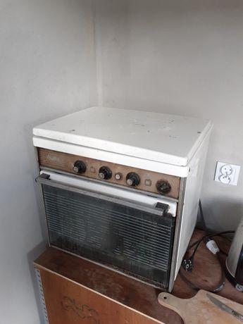 Piec, Kuchenka elektryczna z piekarnikiem starodawny