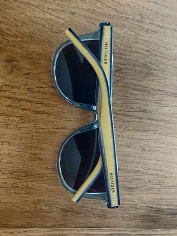 Óculos de sol Tommy Hilfiger com armação em madeira