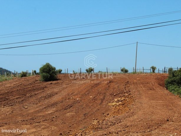 Lote de Terreno com ruína com 12.000m2 na Salema, Luz