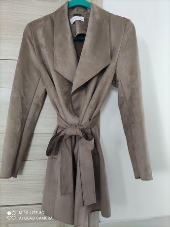 Płaszcz damski z zamszu- Reserved