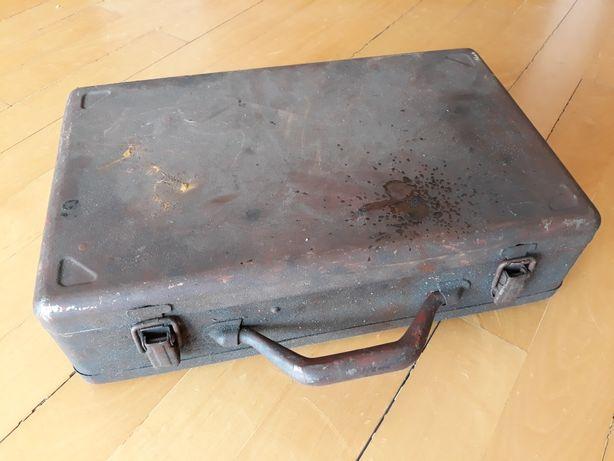 Skrzynka walizka metalową stara