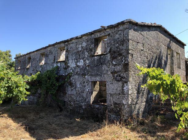 Duas Casas de Habitação, em Pedra, para Reconstruir
