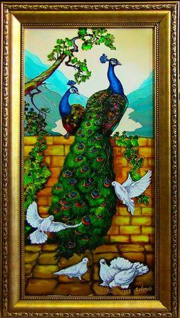 Витраж Павлины с голубями