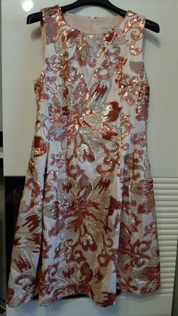 Sukienka ze zdobieniem