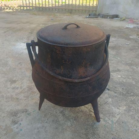 Pote, panela em ferro 20 litros.