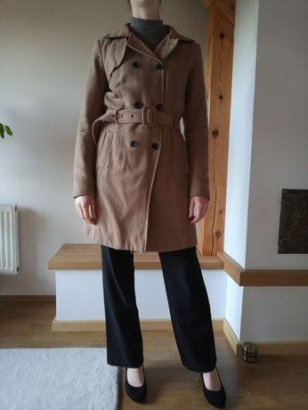 Damski płaszcz beżowy