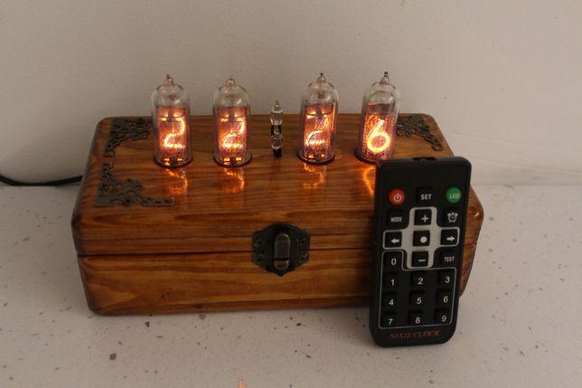 Часы NIXIE на ретро газоразрядных лампах - деревянный сундучек.