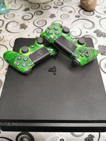 Konsola PS4 slim +gry i 2 pady