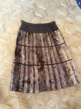 Plisowana spódnica w odcieniach brązu