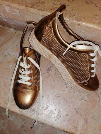 Sapato dourado CUBANAS*