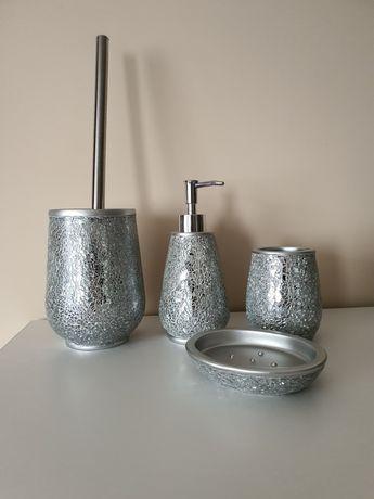 Zestaw łazienkowy srebrny 4 elementy zbite lustro