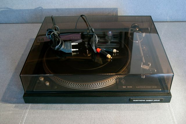Dual 606 gramofon półautomatyczny direct drive