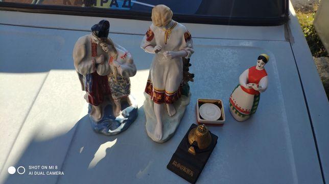 чернильница и фарфоровые статуэтки
