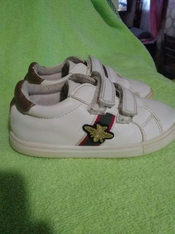 Детские кроссовки .