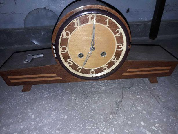 Stary zegar  w ladnym stanie