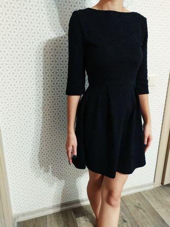 Платье черное, с замком