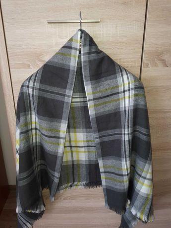 Szara jesienno-zimowa chusta