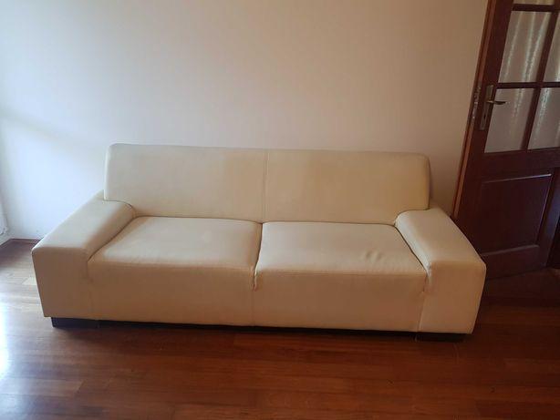 Sofa/kanapa z ekoskóry w jasnym kolorze