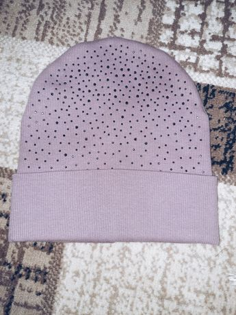 Женская шапка в камнях