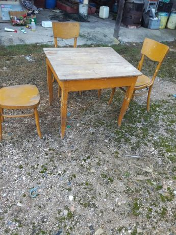 Stary stòł + trzy krzesła