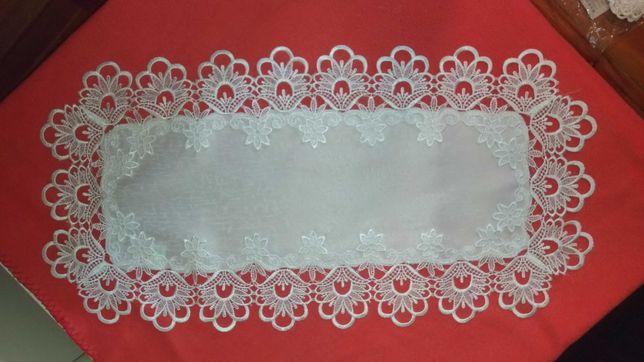 Bieżnik Serwetka nowy, biały z gipiurą ozdobny 35 x 70 cm