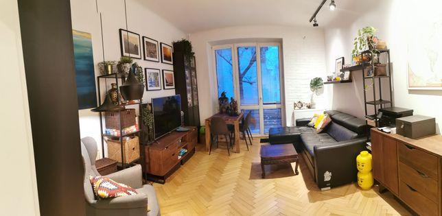Bezpośrednio piękne 2 pokoje w kamienicy Ochota