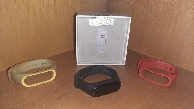 Mi band 3 com braceletes que brilha no escuro
