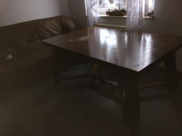Duży stół z litego drewna