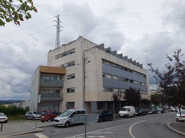 Penthouse T4 duplex com Terraço (237m2), Remodelado, no Centro da Maia