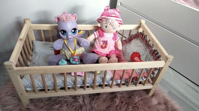 Łóżeczko drewniane z pościelą+ lalka szmacianka + interaktywny kucyk