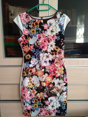 Sukienka w kwiaty M