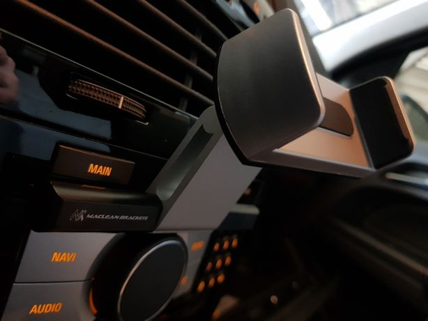 Uchwyt na telefon CD samochodowy