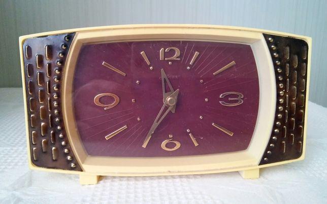 Продам настольные часы Маяк (редкие).