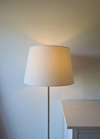 Candeeiro de pé branco/niquelado RINGSTA / SKAFTET - Ikea