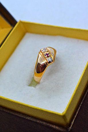 Ładny Złoty Pierścionek z Rubinem i Cyrkoniami HQ