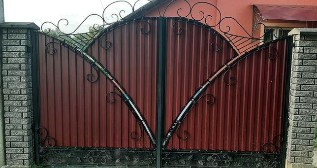 Ворота з металопрофілю і з кованими елементами