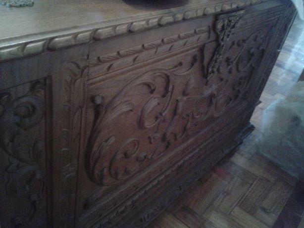 Arca de madeira trabalhada