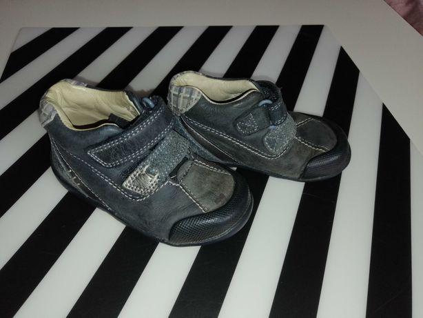 Skórzane buciki przejściowe Clarks, r. 20,5