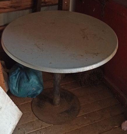 Продам стол на железной ножке  круглый для кафе или дачи на улицу