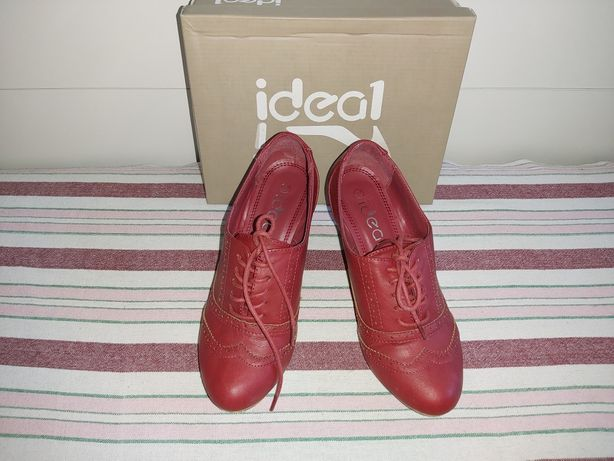 Bordowe buty na koturnie Ideal .. rozmiar 37.. wiązane..  polecam..