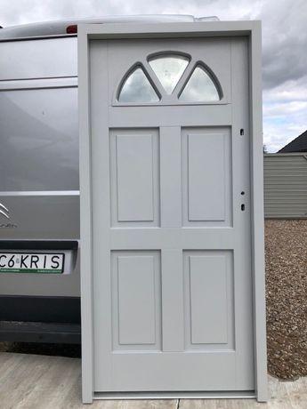 Drzwi zewnętrzne ocieplane 100 % drewniane 7 grube kolor 7040 kris